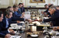 Σύσκεψη περιφερειαρχών υπό τον πρωθυπουργό Κ. Μητσοτάκη στο Μέγαρο Μαξίμου