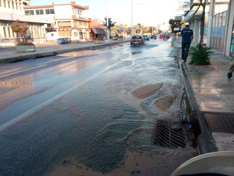 Νέα βλάβη στον κεντρικό αγωγό ύδρευσης στην οδό Λαρίσης