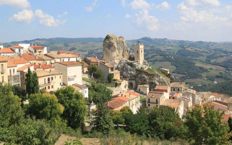 700 ευρώ το μήνα για να μείνεις σε χωριό της Ιταλίας