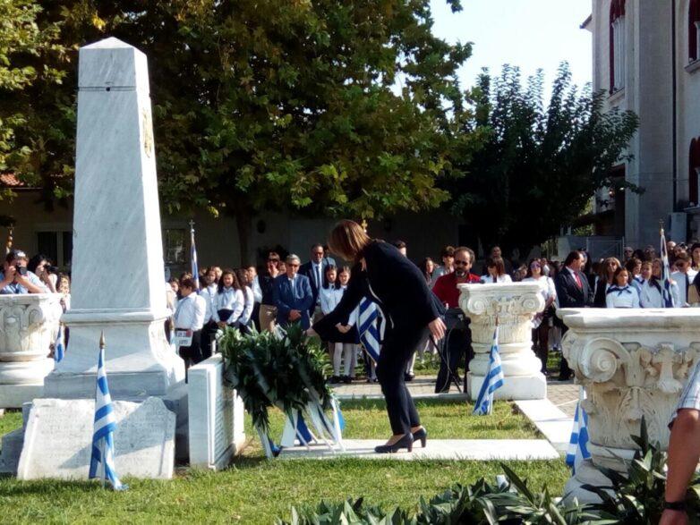Στις εορταστικές εκδηλώσεις για την Εθνική Επέτειο της 28ης Οκτωβρίου στον Αλμυρό η Κατερίνα Παπανάτσιου