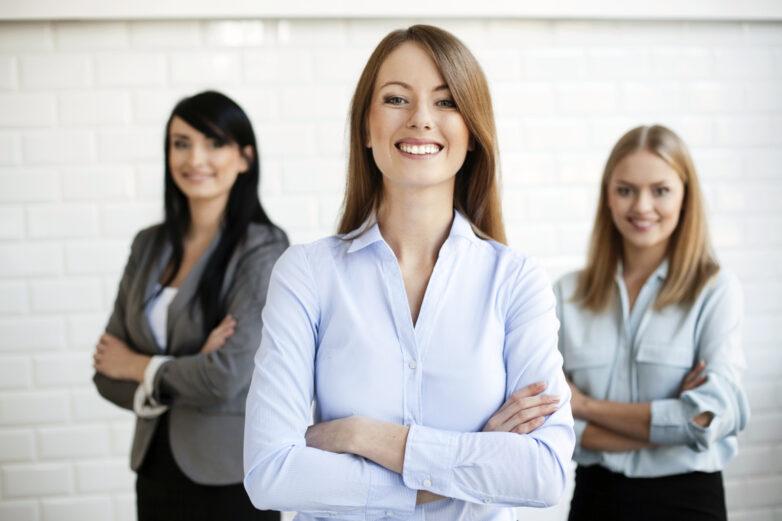 Γυναίκες σε διευθυντικές θέσεις: Η Επιτροπή Γιούνκερ υπερβαίνει τον στόχο του 40%