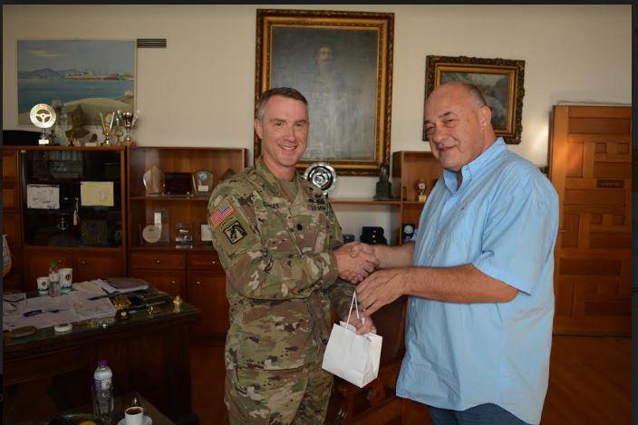 Συνάντηση αντισυνταγματάρχη του Αμερικανικού Στρατού με τον δήμαρχο Βόλου
