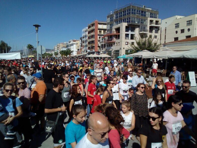 """Εκατοντάδες έτρεξαν για τη """"Φλόγα"""" στην παραλία του Βόλου"""