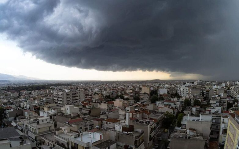 Ισχυρή χαλαζόπτωση στο κέντρο της Αθήνας