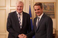 Συνάντηση Μητσοτάκη – Ζεεχόφερ: «Η Ελλάδα αλλάζει πολιτική στο μεταναστευτικό»