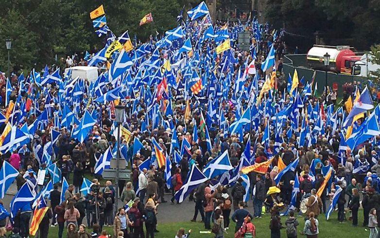 Στους δρόμους υπέρ της ανεξαρτησίας 200.000 Σκωτσέζοι με κιλτ και πίπιζες