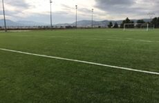 Τοποθέτηση νέου συνθετικού χλοοτάπητα στο γήπεδο Σαρακηνού