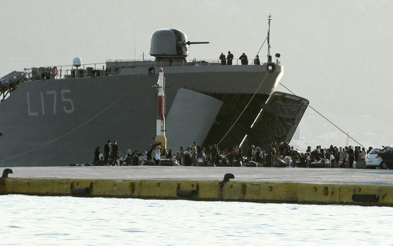 Στην Ελευσίνα με πλοία του Πολεμικού Ναυτικού 795 αιτούντες άσυλο από τη Μόρια