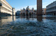 Η Βενετία μετρά τις πληγές της από τη θεομηνία
