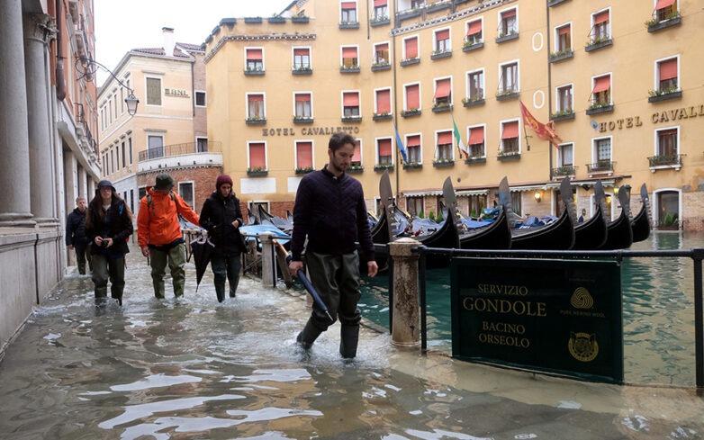 Σφοδρές βροχοπτώσεις στη βόρεια Ιταλία – Ξανά κάτω από το νερό η Βενετία