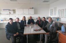 Συνάντηση Ζέττας Μακρή -προέδρων αγροτικών συλλόγων και συνεταιρισμών του Πηλίου, με τον καθηγήτη της Σχολής Γεωπονίαςτου Π.Θ. Γ. Νάνο