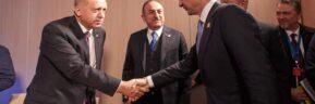 Ολοκληρώθηκε η διάρκειας 90 λεπτών συνάντηση Μητσοτάκη – Ερντογάν