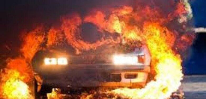 Φωτιά σε σταθμευμένο ΙΧ στο Βόλο