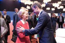 Επαφές Μητσοτάκη με Ευρωπαίους αξιωματούχους: «Η Ε.Ε. θα εκφράσει τις ελληνικές θέσεις στη Διάσκεψη του Βερολίνου»