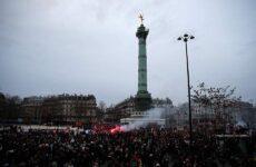 «Παράλυτο» το Παρίσι κατά τη 14η ημέρα των απεργιακών κινητοποιήσεων