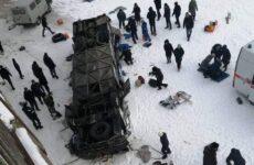 Τραγωδία στη Ρωσία: 19 νεκροί ύστερα από πτώση λεωφορείου από γέφυρα