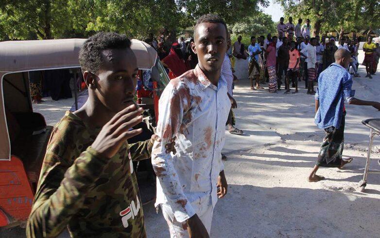 Εκατόμβη νεκρών από την έκρηξη παγιδευμένου οχήματος στη Σομαλία