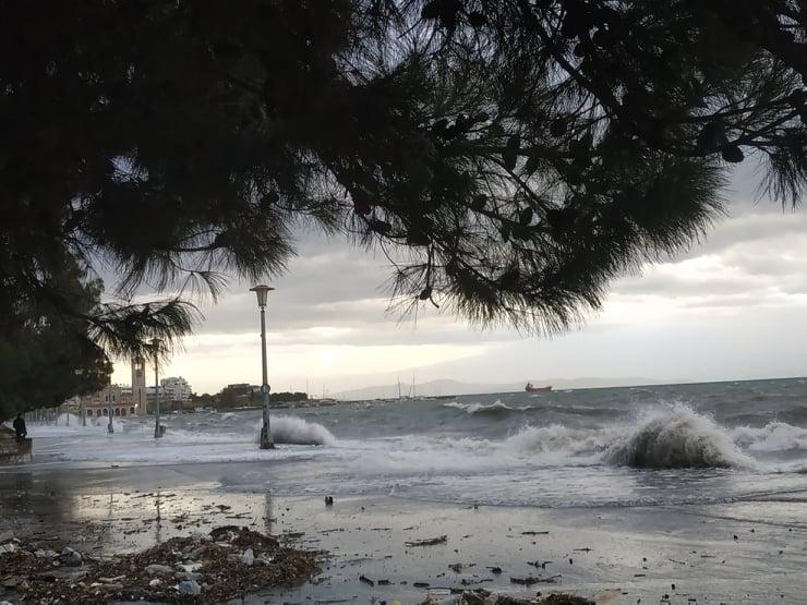 Έκτακτο δελτίο ΕΜΥ: Καταιγίδες και θυελλώδεις άνεμοι από την Τετάρτη