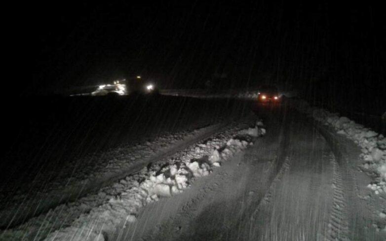 Κλειστή η Αθηνών – Λαμίας και στα δύο ρεύματα κυκλοφορίας λόγω της έντονης χιονόπτωσης