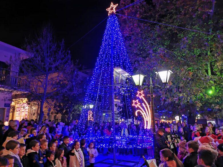 Φωταγώγηση Χριστουγεννιάτικου δέντρου στο Βελεστίνο