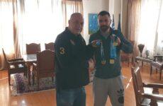 Τον πολυνίκη αθλητή της κωπηλασίας Ανδρέα Τιλελή συνεχάρη ο δήμαρχος Βόλου