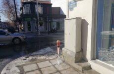 Eκατοντάδες κυβικά μέτρα νερού χύθηκαν σε υπονόμους  στην οδό Παγασών
