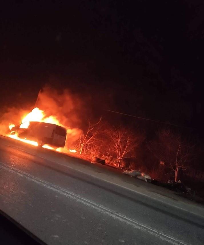 Στις φλόγες εν κινήσει όχημα με Γερμανούς στην Κριθαριά