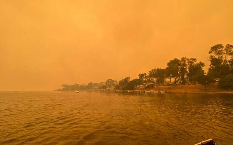 Μαίνονται οι πυρκαγιές στην Αυστραλία, χιλιάδες έχουν καταφύγει σε παραλιακές πόλεις
