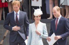 Οι πρίγκιπες Ουίλιαμ και Χάρι καταγγέλλουν «προσβλητική» αναφορά των Times για τη σχέση τους