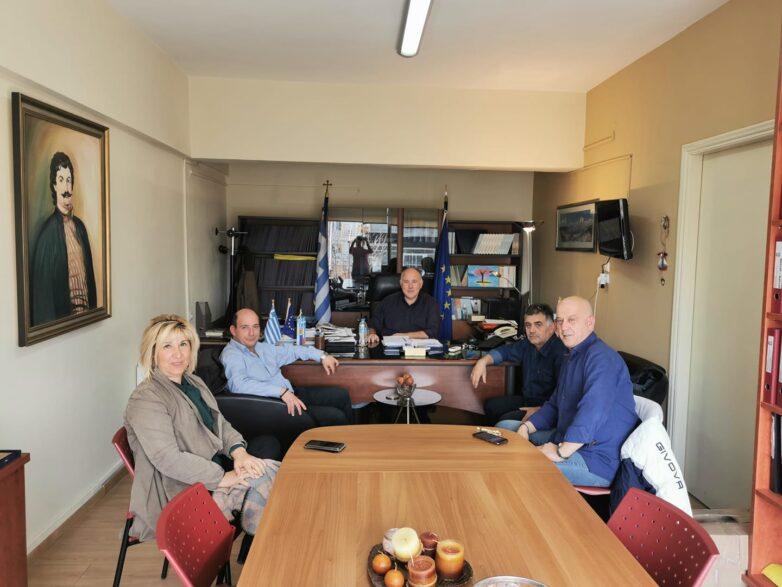 Συνάντηση  δημάρχου Ρήγα  Φεραίου με το σωματείο  εργαζομένων του ΕΚΑΒ