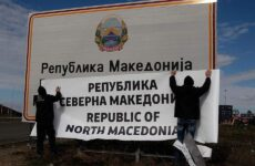 Βόρεια Μακεδονία: Υπουργός επανέφερε πινακίδα με το προηγούμενο όνομα της χώρας