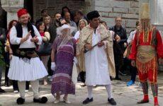 Αναβίωση του χορευτικού – μιμητικού εθίμου  «ΟΙ ΜΑΗΔΕΣ ΤΗΣ ΜΑΚΡΙΝΙΤΣΑΣ»