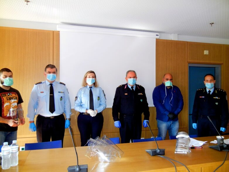 Δωρεά προστατευτικών ασπίδων προσώπου από το Π.Θ. και την εταιρεία TED 3D στους αστυνομικούς της ΓΕΠΑΔ Θεσσαλίας