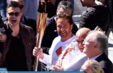 Ολυμπιακή Φλόγα: Διεκόπη η Λαμπαδηδρομία – Ο Tζέραρντ Μπάτλερ φώναξε «This is Sparta» (βίντεο)