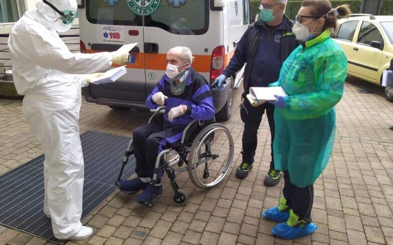 Ιταλία: 100χρονος με κορωναϊό έγινε καλά και πήρε εξιτήριο