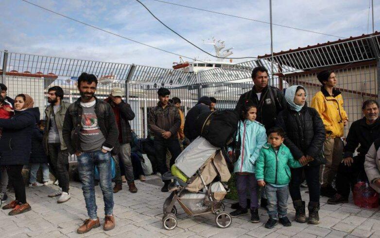 Μεταφορά σε κλειστή δομή στην ενδοχώρα 604 μεταναστών από Σάμο, Χίο και Λέσβο
