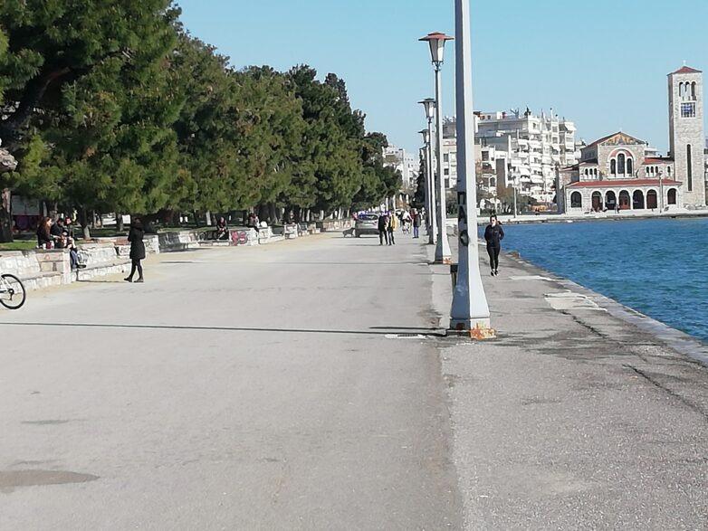 Κορωνοϊός: «Ναι» στο περπάτημα, αλλά με απόσταση 2 μέτρων από άλλους