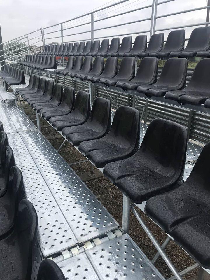 Εγκατάσταση νέων κερκίδων στο γήπεδο Στεφανοβικείου από τον Δήμο Ρ. Φεραίου