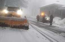 Χιονίζει στα Χάνια-Κατολίσθηση στη Μακρινίτσα