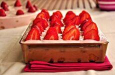 Φραουλένιο γλυκό για την Κυριακή του Πάσχα