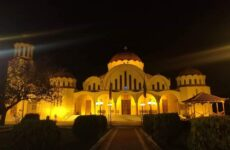 Ιερώνυμος σε Μητσοτάκη: Ανοίξτε τους ναούς