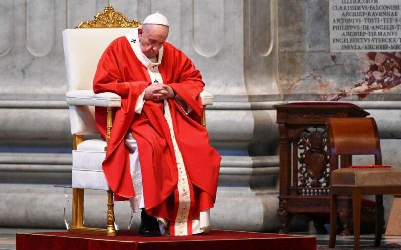 Κεκλεισμένων των θυρών η λειτουργία της Κυριακής των Βαΐων στο Βατικανό ενώ ξεκινά το Πάσχα των Καθολικών