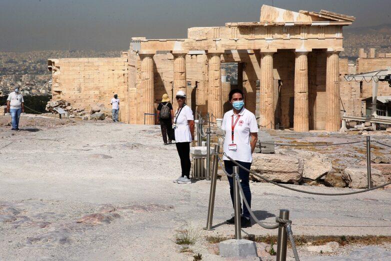 Οι πρώτοι επισκέπτες περιηγήθηκαν στους αρχαιολογικούς χώρους