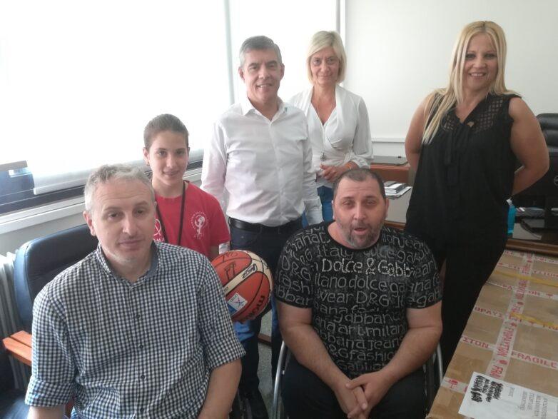Αναπηρικό αμαξίδιο παρέδωσε ο περιφερειάρχης Θεσσαλίας στον αθλητικό σύλλογο «Αργοναύτες»