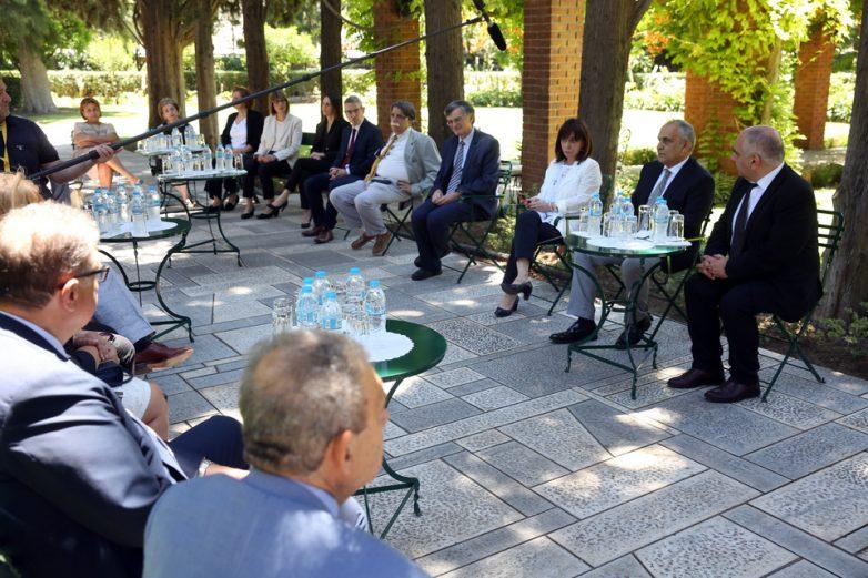 Στην Πρόεδρο της Δημοκρατίας ο Σωτ. Τσιόδρας με την ομάδα Λοιμωξιολόγων του ΕΟΔΥ
