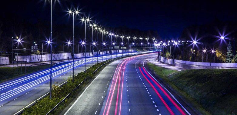 Η Περιφέρεια Θεσσαλίας αντικαθιστά τον ενεργοβόρο φωτισμό δρόμων με 7.700 οδοφωτιστικά τύπου LED