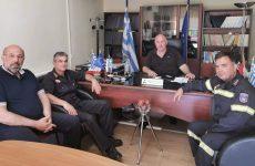 Συνάντηση δημάρχου Ρήγα Φεραίου ενόψει θερινής περιόδου με τον διοικητή Πυροσβεστικών Υπηρεσιών Μαγνησίας