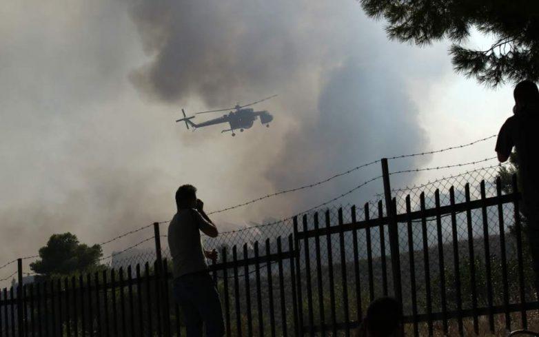 Μαίνεται η φωτιά στις Κεχριές: Εκκενώνονται χωριά και οικισμοί