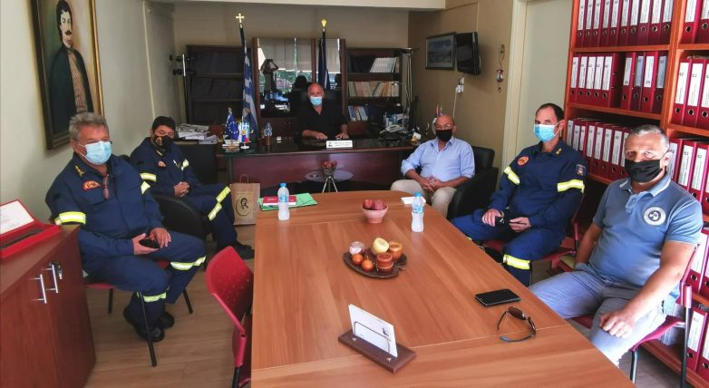 Συνάντηση δημάρχου Ρήγα Φεραίου με τον περιφερειακό διοικητή Πυροσβεστικών Υπηρεσιών Θεσσαλίας