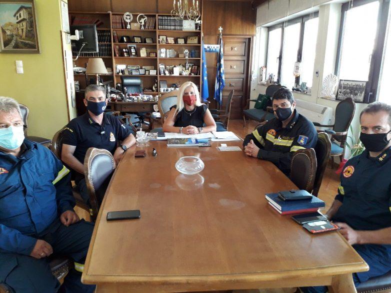 Εθιμοτυπική επίσκεψη διοικητή Πυροσβεστικής Θεσσαλίας  στην αντιπεριφερειάρχη ΠΕΜΣ